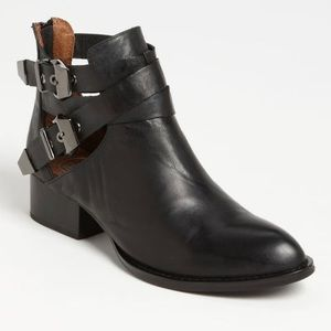 Jeffrey Campbell Everly Bootie in Black